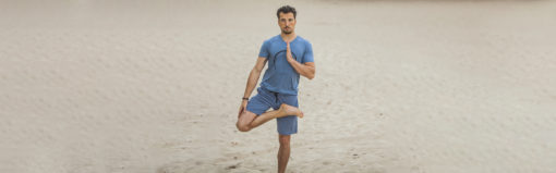 Bodhi yoga shorts in Green Earth en de yoga t-shirt Moksha Zen in Green Earth